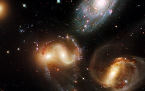 Watch free video Zoom out of Stephan's Quintet