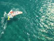 Mira el vídeo gratis de Windsurfing in Greece