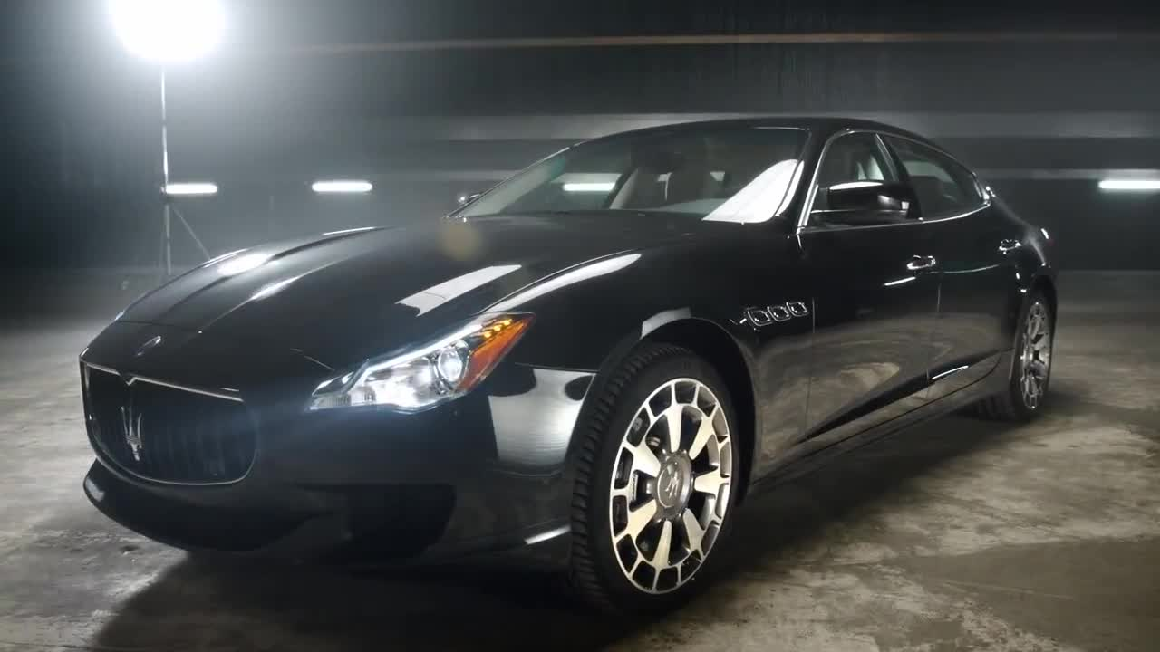 Mira dibujos animados gratis Maserati Commercial: Models' Catfight Over the Car