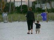 شاهد كارتون مجانا Mother and child at the Beach