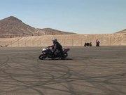 Mira dibujos animados gratis Motorcycle Rider Doing Tricks
