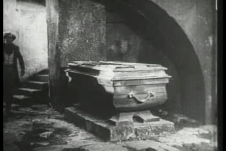 Watch free video Nosferatu: Hutter Visits Count Orlock's Coffin