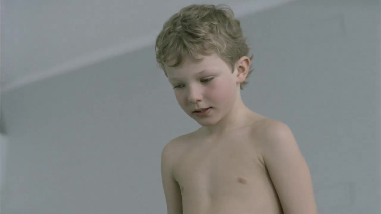 Watch free video Quebec Health Ministry Commercial: Diving