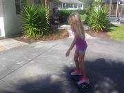 Mira el vídeo gratis de Violet On Hoverboard