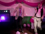 Mira el vídeo gratis de T-Mobile Commercial: Dancing Dads