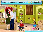 Play Angelina and brad kissing Game